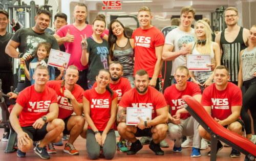 Фото соревнований по жиму и кроссфиту в День Рождения «Yes Fitness Premium»